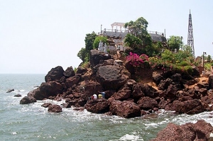 Dona Paula Honeymoon yacht cruise
